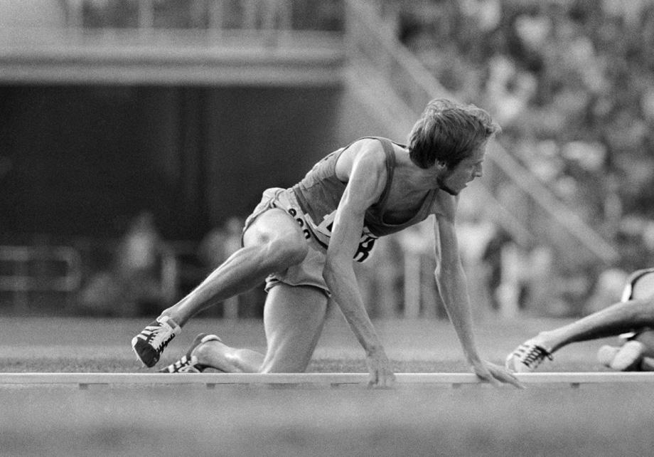 Lasse Viren kaatuu mutta voittaa kultaa 10 000 metrin juoksussa Munchenin kesäolympialaisissa 3. syyskuuta 1972.